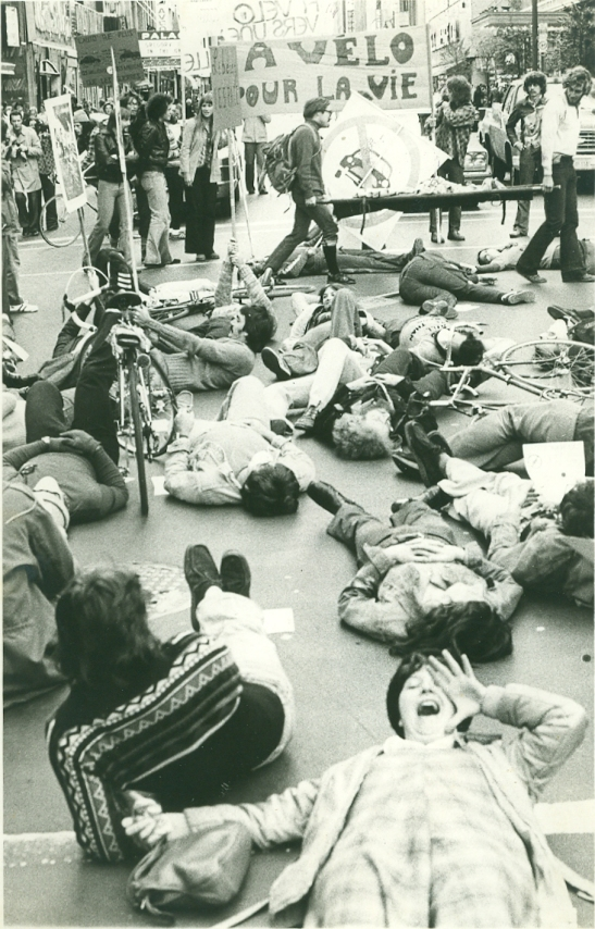 Le Monde à bicyclette die-in, 1976. Luc Vallières
