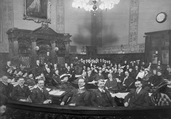 Respectable men: Toronto City Council in 1915. Toronto Public Library.